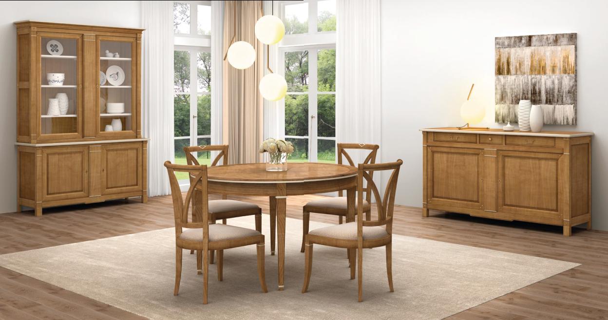 Sala de jantar com mesa, louceiro e aparador clássico