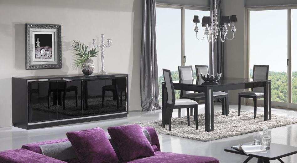Sala de jantar com móveis pretos