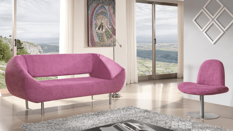 Sofá e cadeirão rosa decorativo