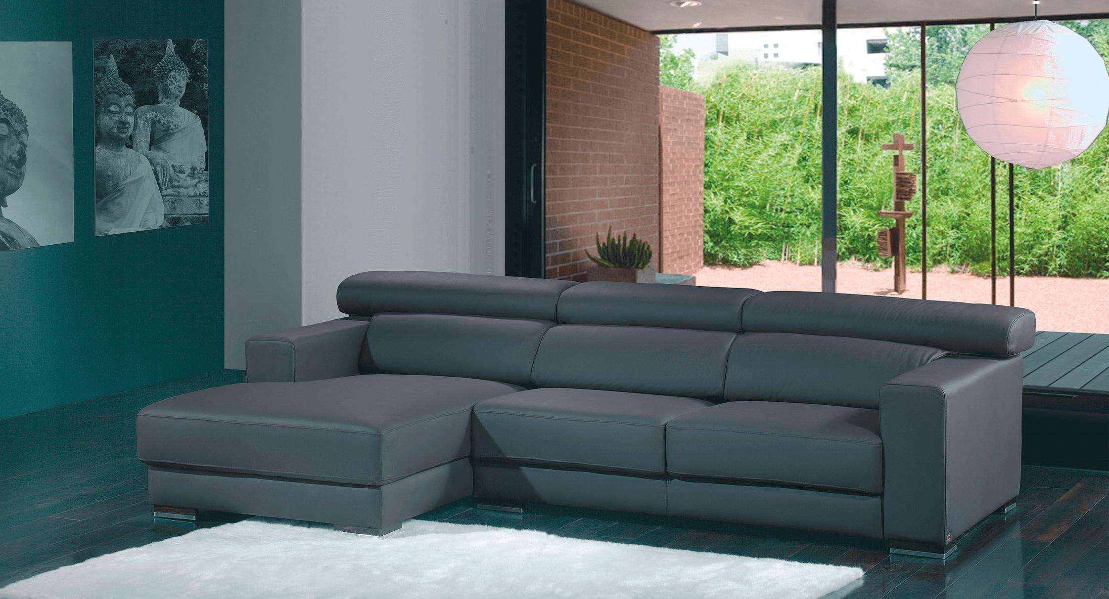 Mobiliário de sala de estar com sofá preto