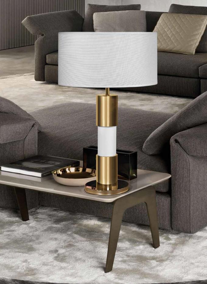 Candeeiro de mesa dourado e branco